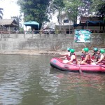 На лодках по реке
